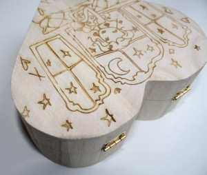 Plywood-poplar laser engraving-close-up