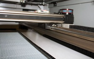 High-speed CO2 laser cutter & engraving machine - linear guidance