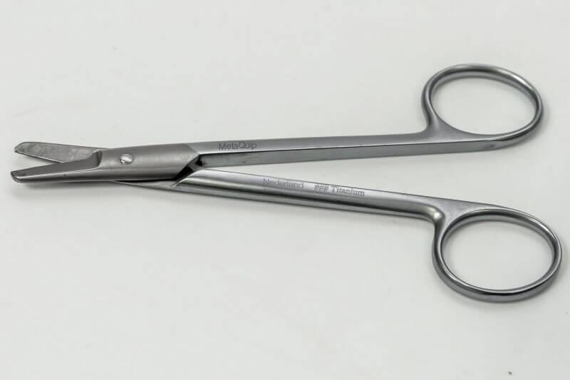 Laser-markeren-medische-en-chirurgische-instrumenten-schaar