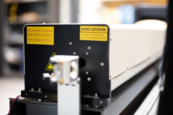 MQ1390C High-Power CO2 Combi metaal hout kunststof lasersnijder laserbuis closeup