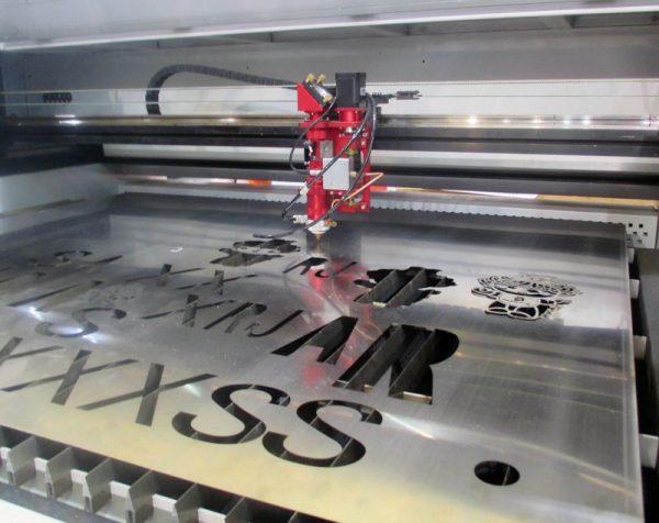 CO2 Laser Machine - METAL Laserschneider