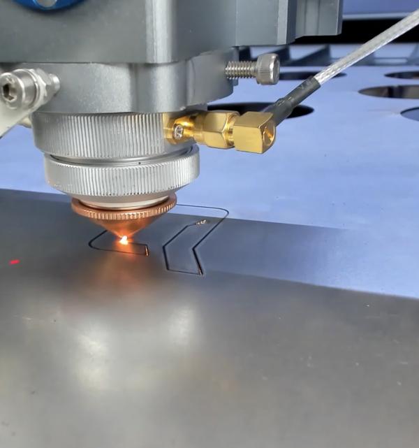 MQ1390C High-Power CO2 metal laser cutter - laser head close-up