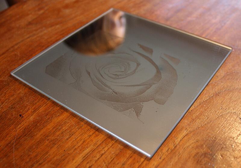 Spiegel lasergraveren met fiberlaser