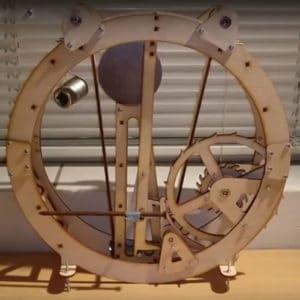 Lasergesneden houten klok