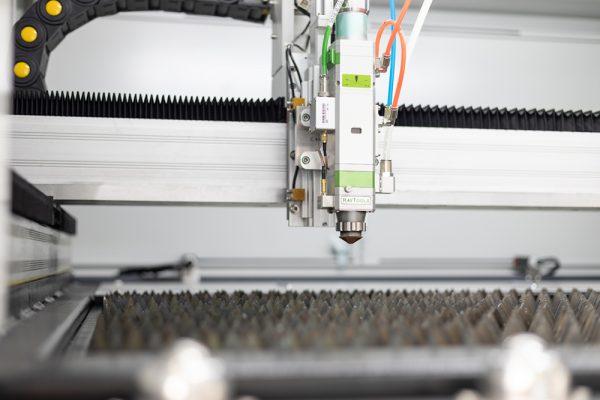 Laserkop close-up MetaQuip FC1390 metaal lasersnijder