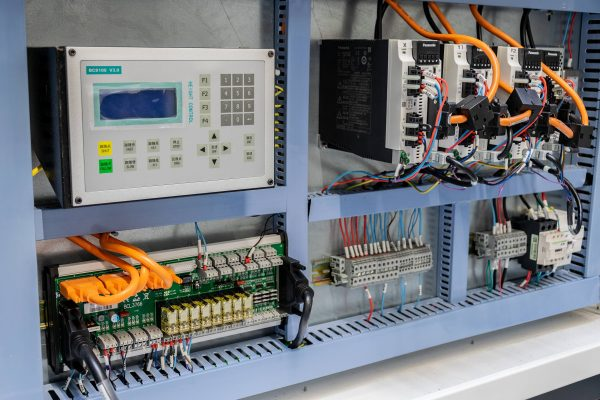 Fiber laser metal cutter - elelctronica cabinet