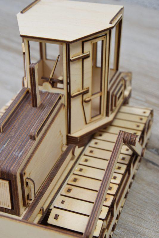 Realización de modelos de corte láser en madera