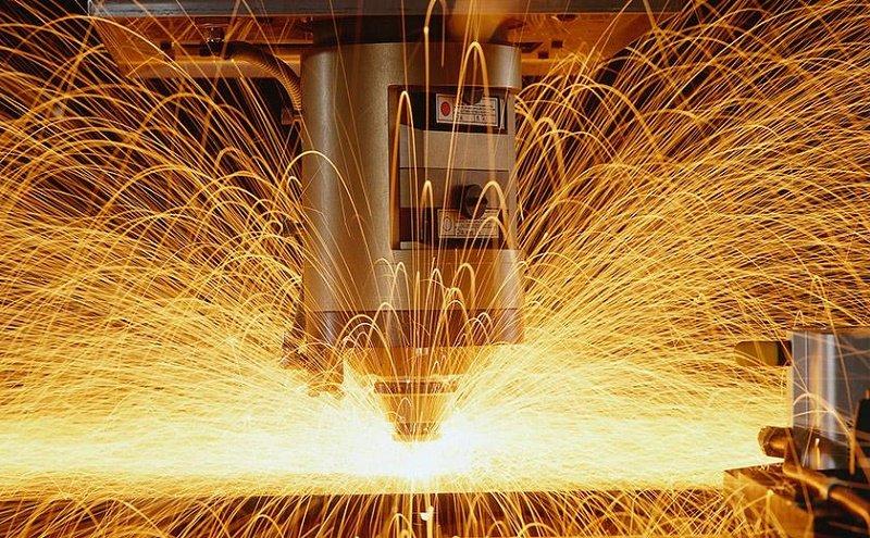 corte de metal por láser de fibra